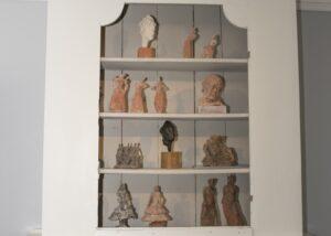 Skulpturer i terracotta, stengodslera och brons (8)